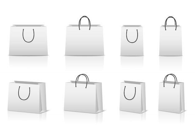 Leere papiereinkaufstaschen mit reflexion.