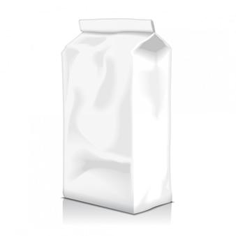 Leere papiertüte lebensmittelverpackung mit kaffee, mehl, zucker, pfeffer, snacks oder zum mitnehmen. vorlage für produktpaket