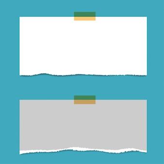 Leere quadratische notizblockseiten und stift. briefpapier mit roter nadel aufgeklebt.