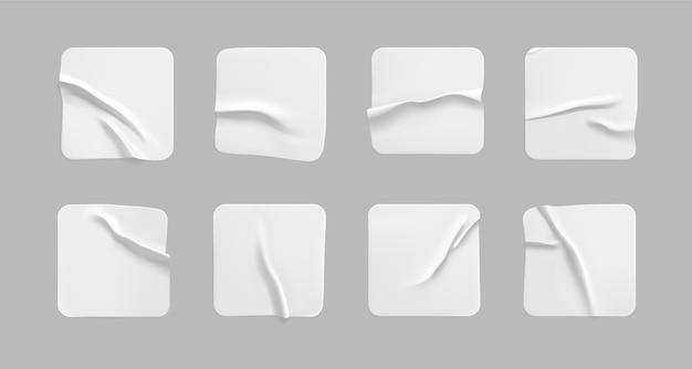 Leere quadratische papieraufkleber mit zerknittertem effekt