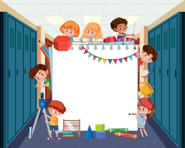Leere tafel mit studentenkindern, die verschiedene aktivitäten machen