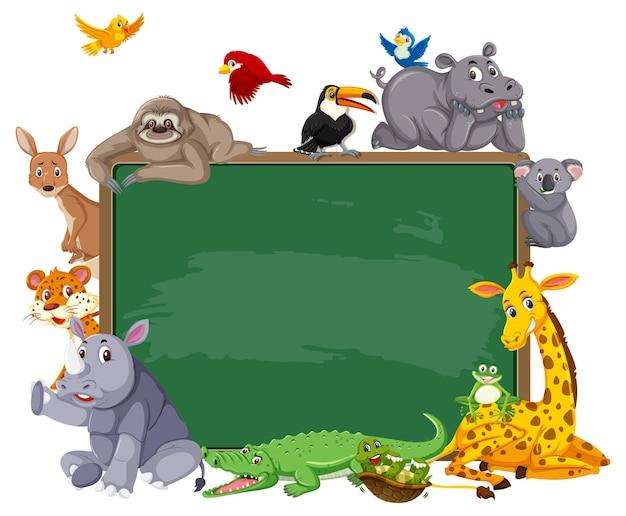 Leere tafel mit verschiedenen wilden tieren