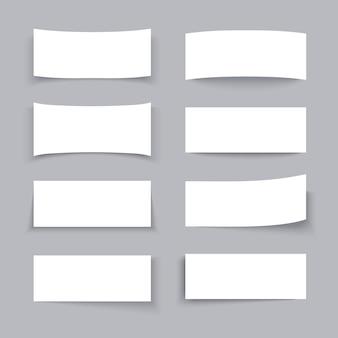 Leere weißbuchgeschäftsfahnen mit verschiedenen schatteneffekten eingestellt. papier leeres plakat