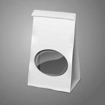 Leere weiße realistische papierverpackungstasche mit transparentem fenster