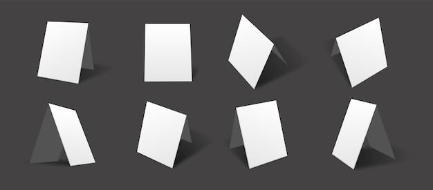 Leere weiße tischkarten-modellsammlung mit verschiedenen ansichten und blickwinkeln