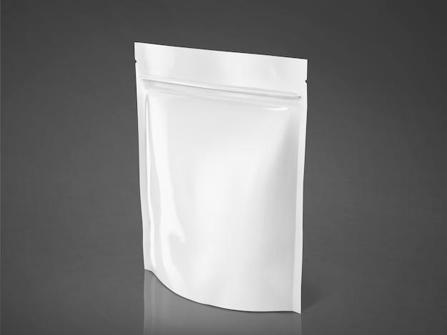 Leerer folienbeutel, weiße verpackung zur verwendung in der abbildung