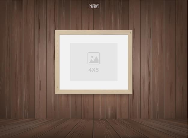 Leerer fotorahmen oder bilderrahmenhintergrund im hölzernen raumraumhintergrund