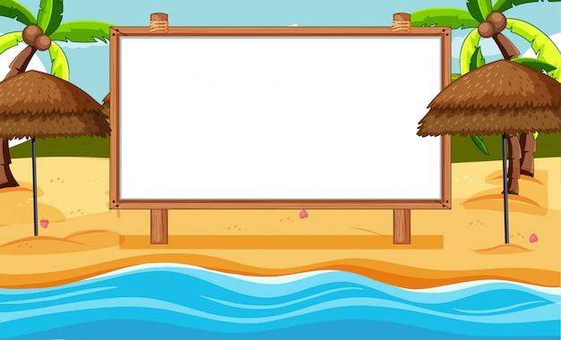 Leerer holzrahmen in strandszene