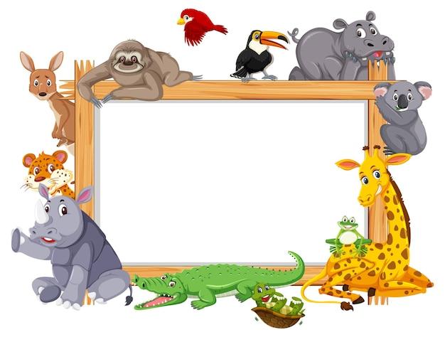 Leerer holzrahmen mit verschiedenen wildtieren