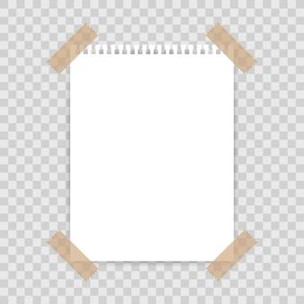 Leerer papierhintergrund mit klebeband auf quadratischem hintergrund fixiert