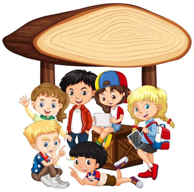 Leeres fahnendesign mit glücklichen kindern