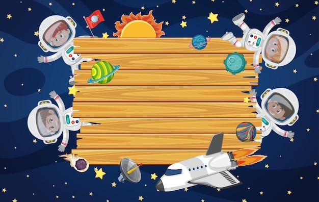 Leeres holzbrett mit astronautenkinderzeichentrickfilm-figur