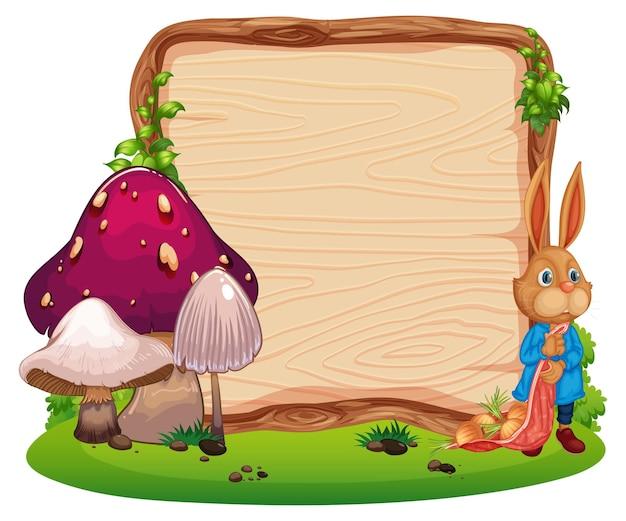 Leeres holzbrett mit einem kaninchen im garten lokalisiert