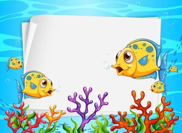 Leeres papierbanner mit exotischen fisch- und unterwasser-naturelementen auf dem unterwasserhintergrund