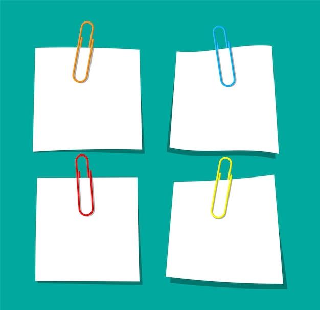 Leeres papierblatt, das mit büroklammer hängt. klerikale wäscheklammer. bildung und arbeit. schreibwaren und bürobedarf. notiz- oder notizpapiere. weißes blatt papier für text. vektorillustration im flachen stil