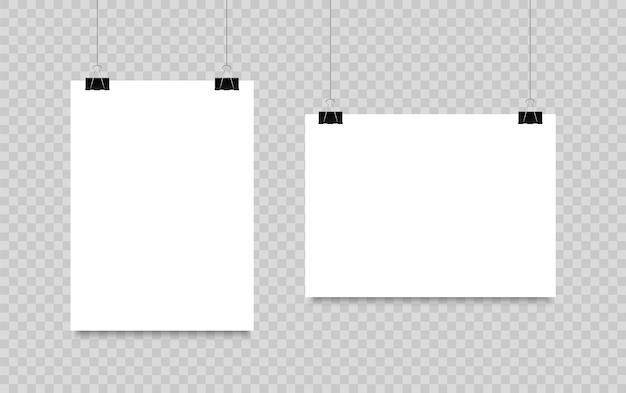 Leeres plakat, das an clips hängt. a4-papierseite im quer- und hochformat. realistisches weißes blatt papier.