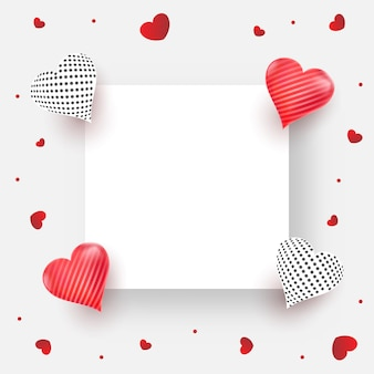 Leeres quadratisches papier oder rahmen verzieren mit glänzenden herzen auf weißem hintergrund