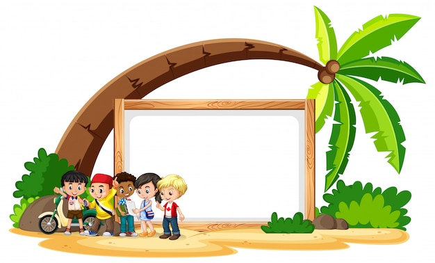 Leeres schild mit kindern am strand