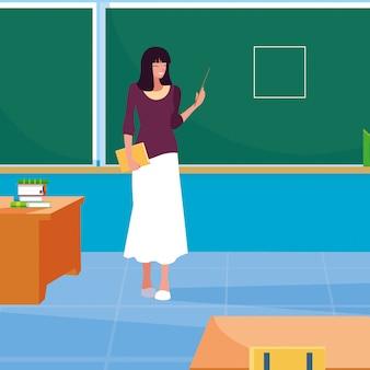Lehrerfrau im klassenzimmer mit tafel