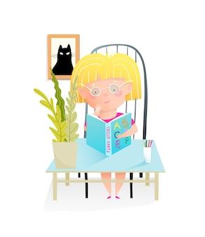 Lesebuch des kleinen mädchens, sitzend am schreibtisch im klassenzimmer, das offenes abc-lehrbuch hält