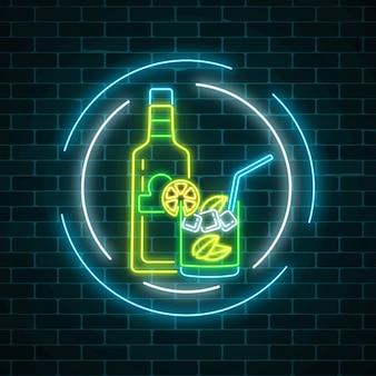 Leuchtreklame der tequila-bar mit flasche und getränk im glas in kreisrahmen. mexikanisches alkoholgetränk-pub-emblem im neonstil