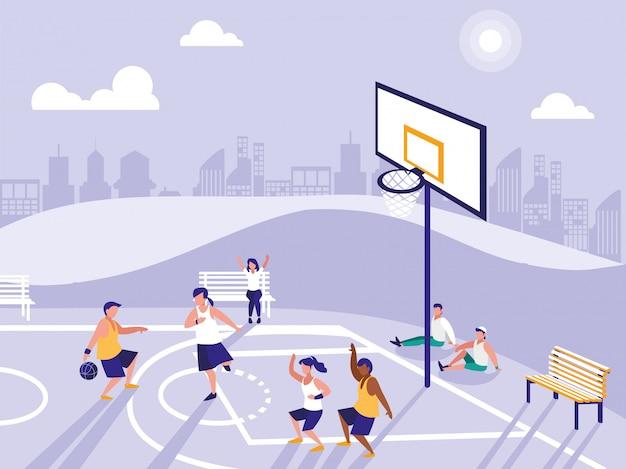 Leute, die auf basketballfeld spielen