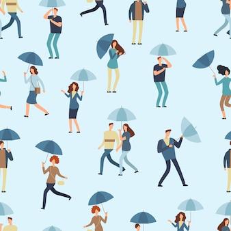 Leute, die den regenschirm, gehend im freien am regnerischen frühlings- oder falltag halten. mann, frau im nahtlosen muster des regenmantels