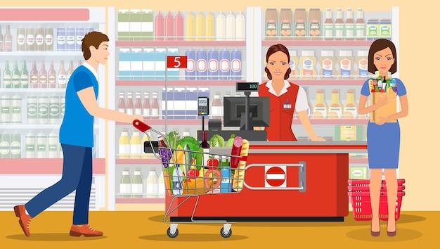 Leute, die im supermarkt einkaufen.