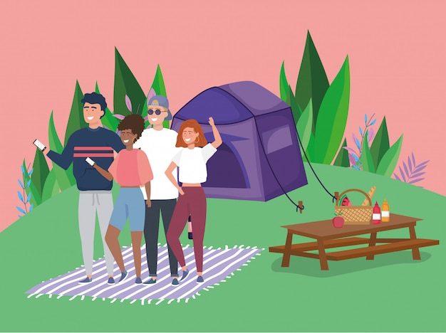 Leute, die kampierendes picknick der mobilen tablettenlebensmittelzeltdecke verwenden