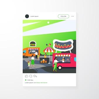 Leute, die street food fair besuchen. eltern und kinder kaufen fast food in lastwagen im freien