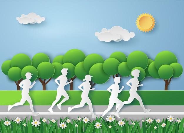 Leute laufen auf der wiese mit frischluft in der grasnatur in der sommersaison.
