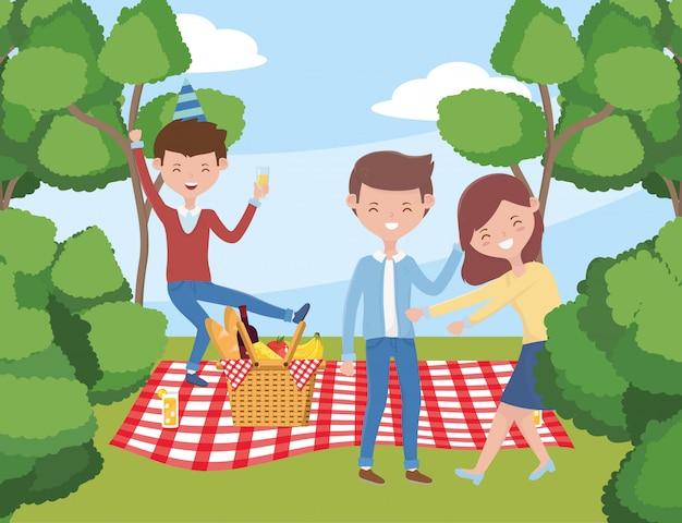 Leutecartoons, die picknick haben