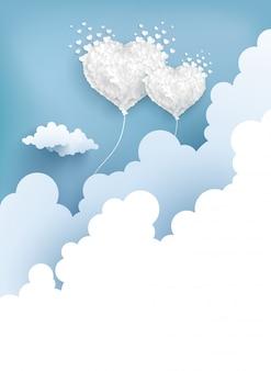 Liebesballons fliegen über die wolken