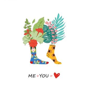 Liebesgrußkarte, romantische illustration eines paares in verschiedenfarbigen socken. liebespaar drucken mit zitatentwurf. ich plus du - liebe. illustration, blumen in socken.