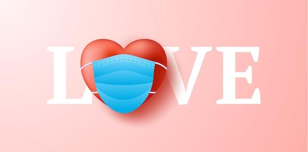Liebeswort mit dem niedlichen realistischen roten herzen in der blauen medizinischen maske. schutz vor coronavirus und covid valentine day.