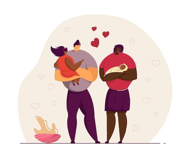 Liebevolle familie, die neugeborenes verehrt. vater und mutter, die der älteren tochter jüngere geschwister zeigen. frau mit baby. elternschaftskonzept für banner, website-design oder landing-webseite