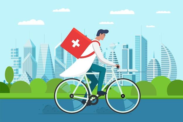 Lieferung von medikamentenapotheken. männlicher arzt reitet fahrrad mit medizinischer sanitärbox erste hilfe auf der stadtparkstraße. therapeut apotheker notfall auf zyklus vektor flache eps-illustration