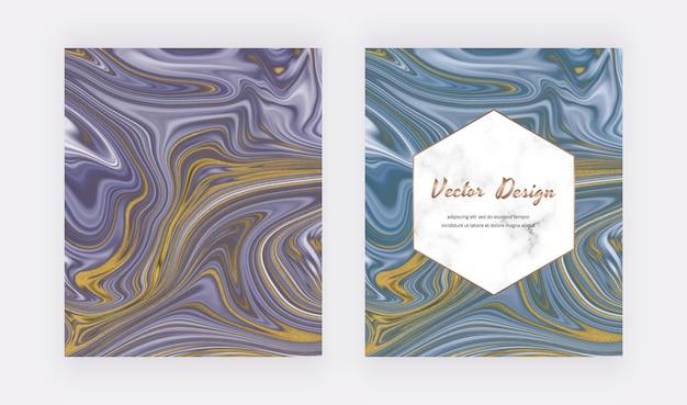 Lila und blaue flüssige tinte mit goldenen glitzerkarten und marmoreffekt