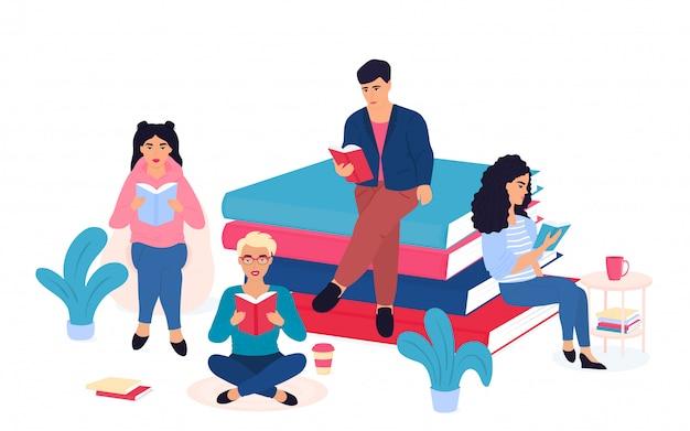Literarische fans. eine gruppe winziger leute sitzt in der nähe und auf einem riesigen stapel bücher. die schüler bereiten sich auf die prüfung vor