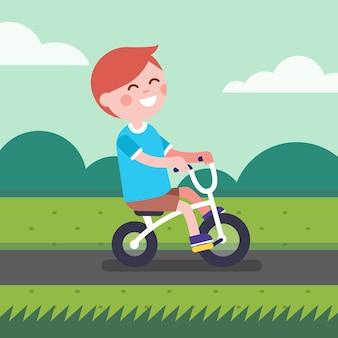 Little boy kid reiten fahrrad auf einem park radweg