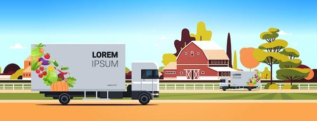 Lkw-anhänger mit bio-gemüse auf landstraße natürliche vegane farm food lieferservice fahrzeug mit frischem gemüse ackerland landschaft hintergrund horizontal