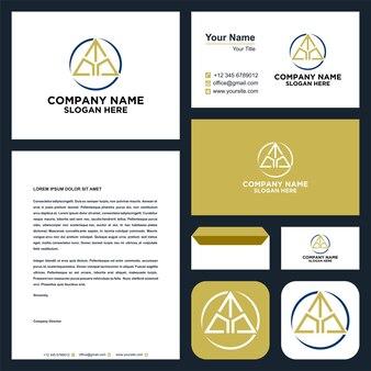 Logo-anfangsbuchstabe t kombiniert mit dreieckskonzept im visitenkarten-premium-vektor