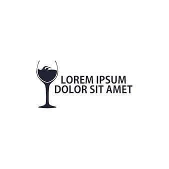 Logo-konzept, das im wein schwimmt