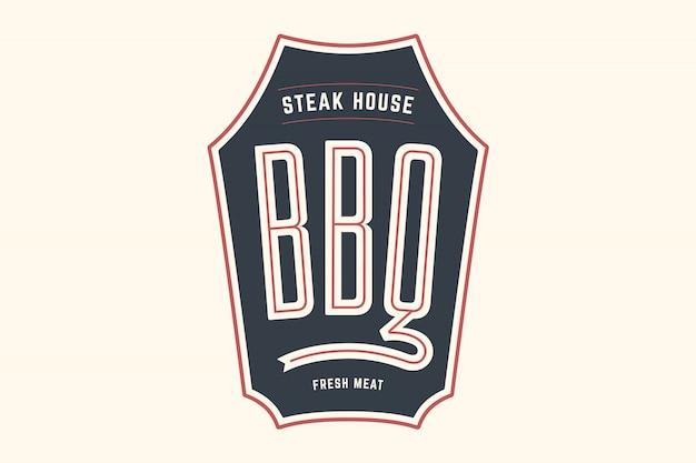 Logo-schablone des grillgrillfleischrestaurants mit grill-symbolen, textgrill, steakhaus, frisches fleisch. markengrafikvorlage für fleischgeschäft oder - menü, plakat, banner, etikett. illustration