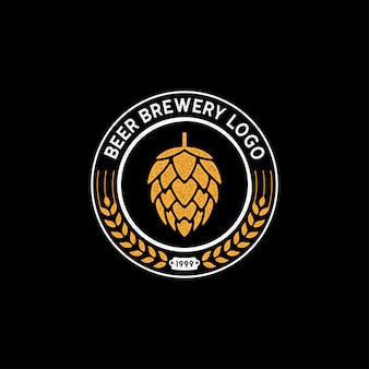 Logo-stempeldesign der bierbrauerei mit hopfenblume und malz