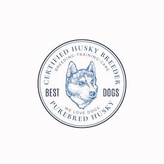 Lokales hundezüchter-rahmen-abzeichen oder logo-vorlage handgezeichnete husky-rasse-gesichtsskizze