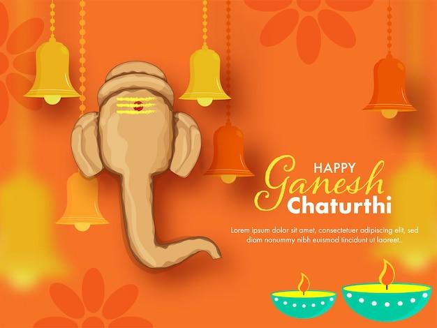 Lord ganpati gesicht gemacht durch den boden mit hängenden glocken und beleuchteten öllampen (diya) auf glänzendem orange hintergrund für ganesh chaturthi.