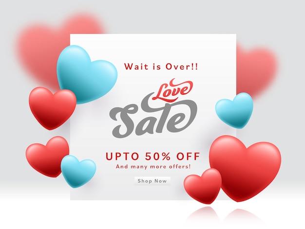 Love sale poster design mit 50% rabatt und glänzenden herzen auf grauem hintergrund.