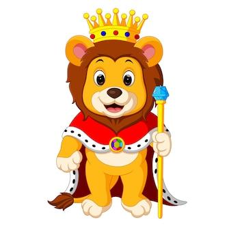 Löwe steht mit Krone