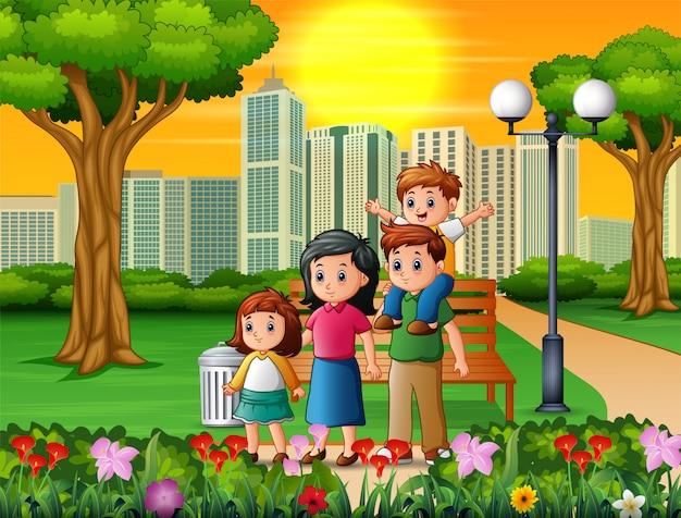 Lustige karikaturfamilie im schönen park